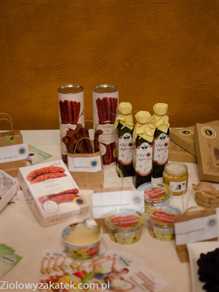 Trzy znaki smaku – europejskie oznaczenia ChNP, ChOG i GTS.