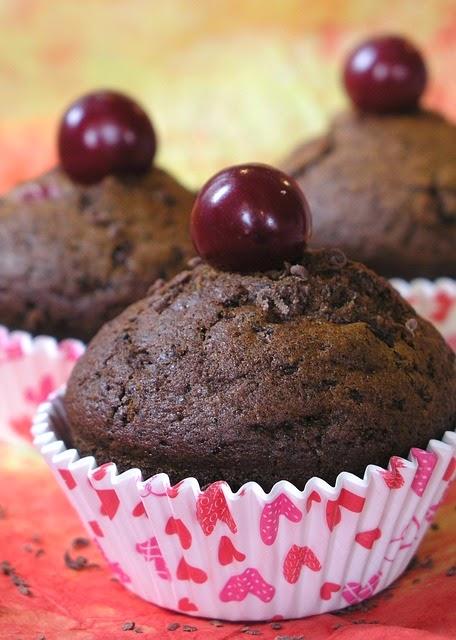 Muffiny czekoladowe jaglane  z wiśniami