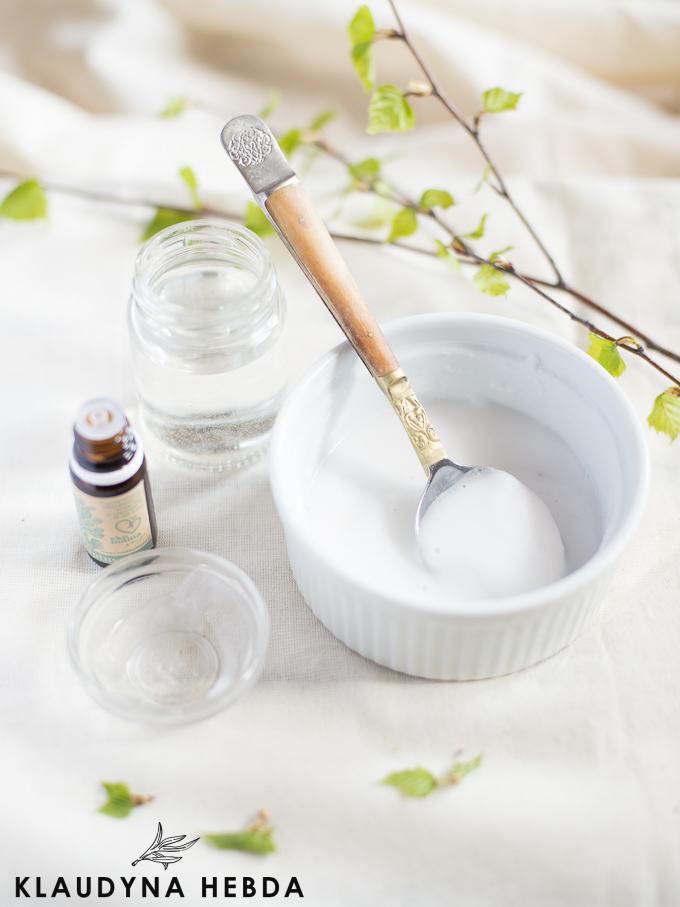 Naturalna pasta do czyszczenia łazienki [trzy składniki]