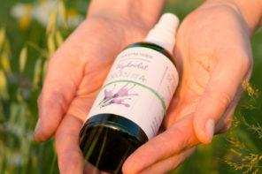 Mało znany sposób na nawilżenie twarzy latem: bioaktywny hydrolat borowinowy