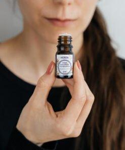 Olejek kadzidłowy Frankincense 5 ml wąchany prosto z buteleczki