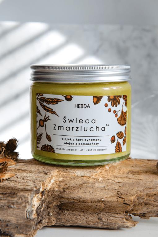 Korzenna wegańska świeca z olejkami eterycznymi