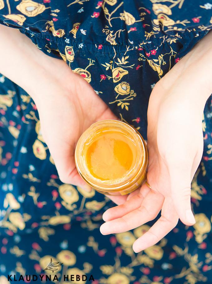 Miodowanie twarzy czyli oczyszczanie skóry za pomocą miodu.