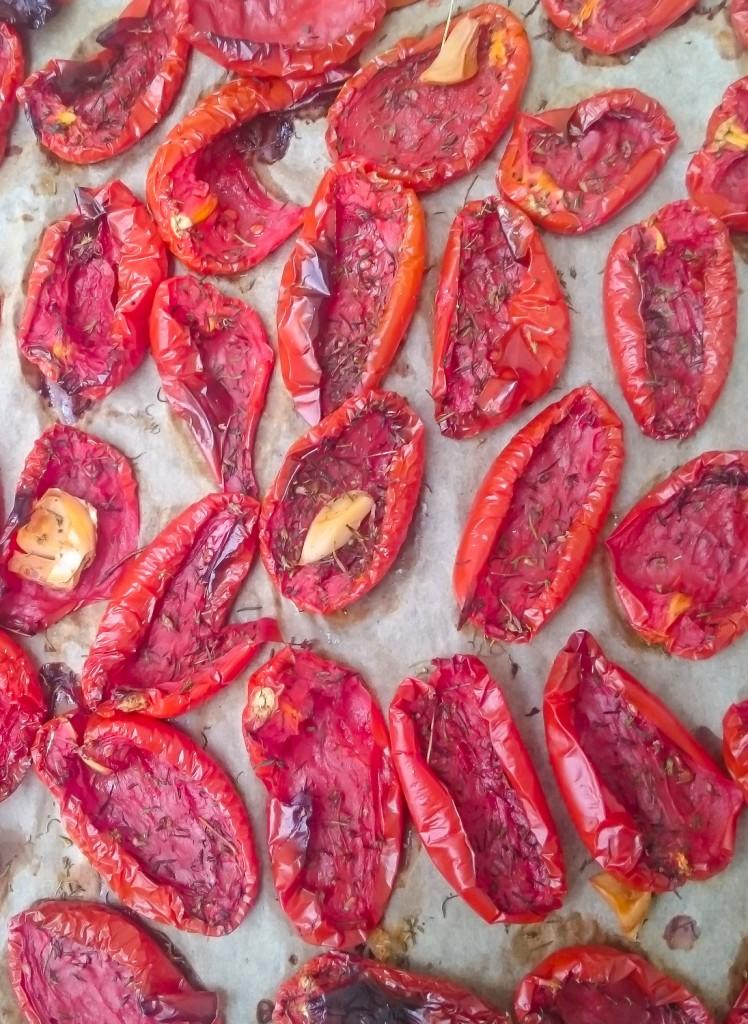 Suszone pomidory domowym sposobem. To łatwe!