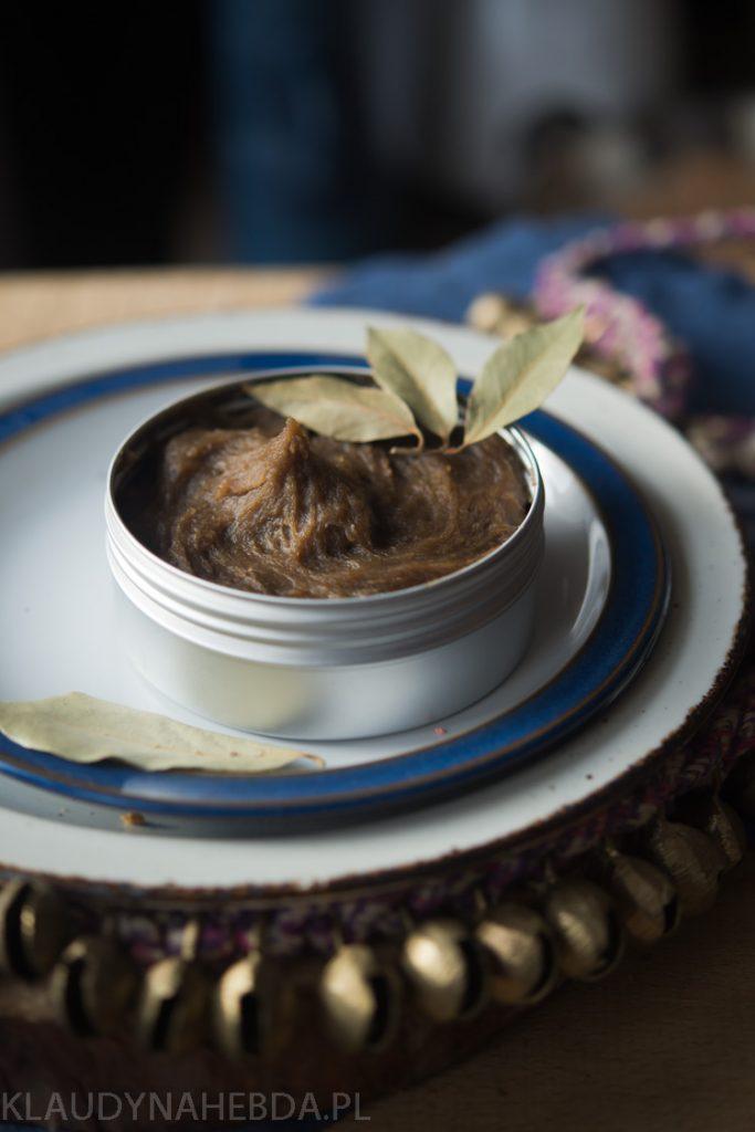 Mydło potasowe z olejem laurowym i mirrą.
